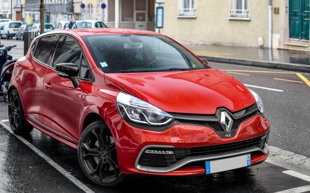 Wypożyczalnia samochodów Katowice - Renault Clio hatchbach